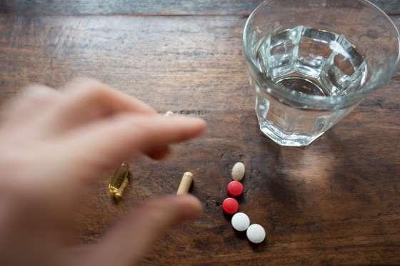 Có nên uống nhiều loại thực phẩm chức năng cùng một lúc?
